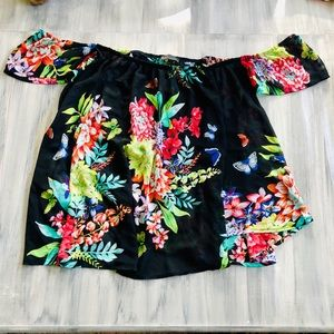Flowy 🦋 butterfly and tropical flower top